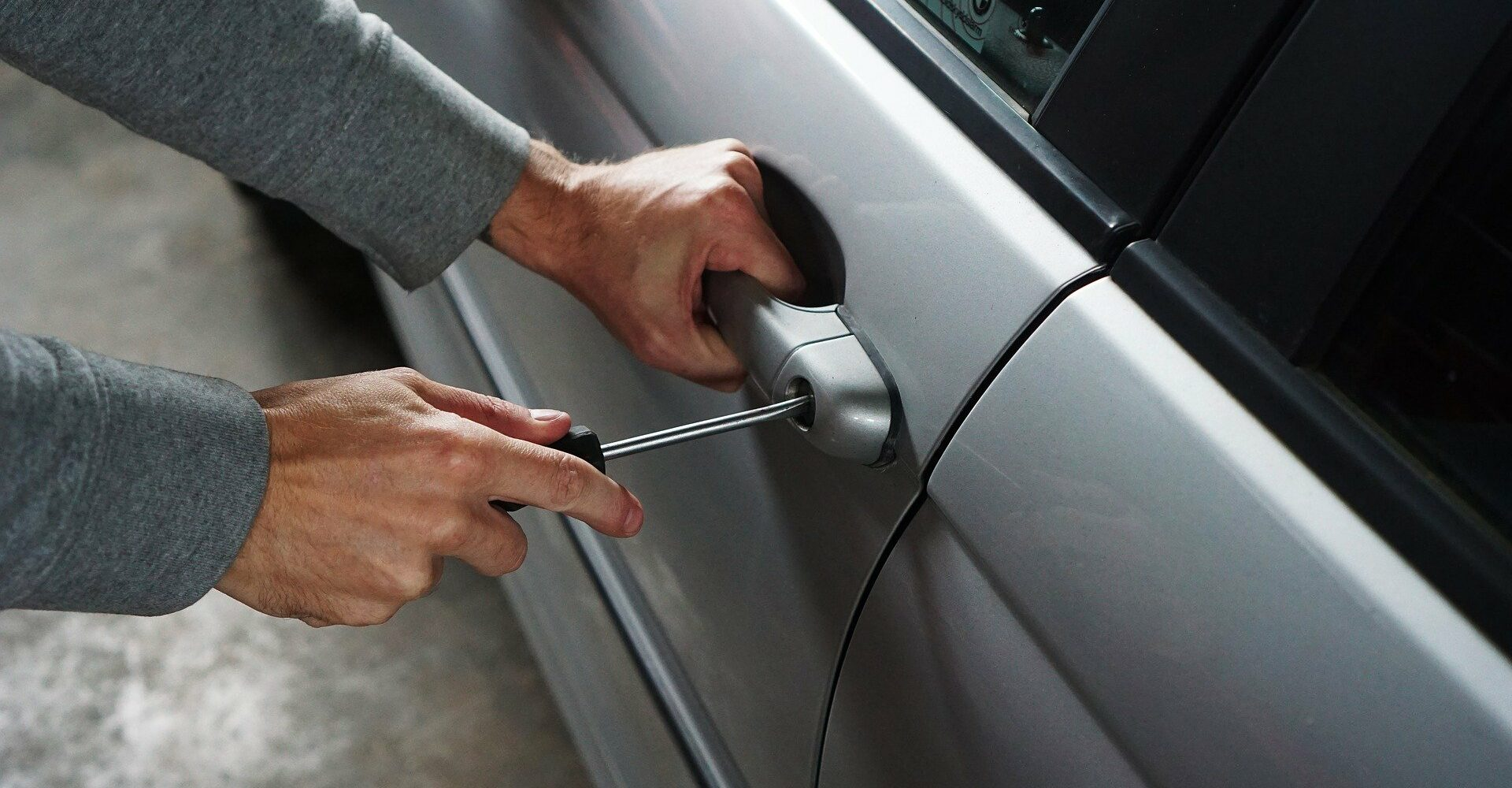 zlodziej-samochodow